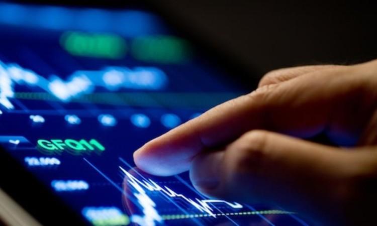 Market Analyze with Digital Moniter focus on tip of finger.