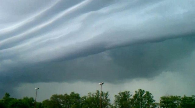 Violent-Derecho-struck-the-Midwest-US-1-640x354