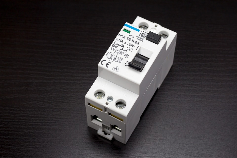 The Many Advantages of Using Miniature Circuit Breakers
