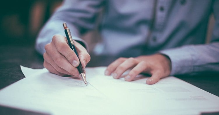 Signing-contract-min