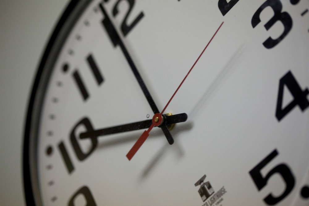 Why Contractors Should Never Charge by the Hour